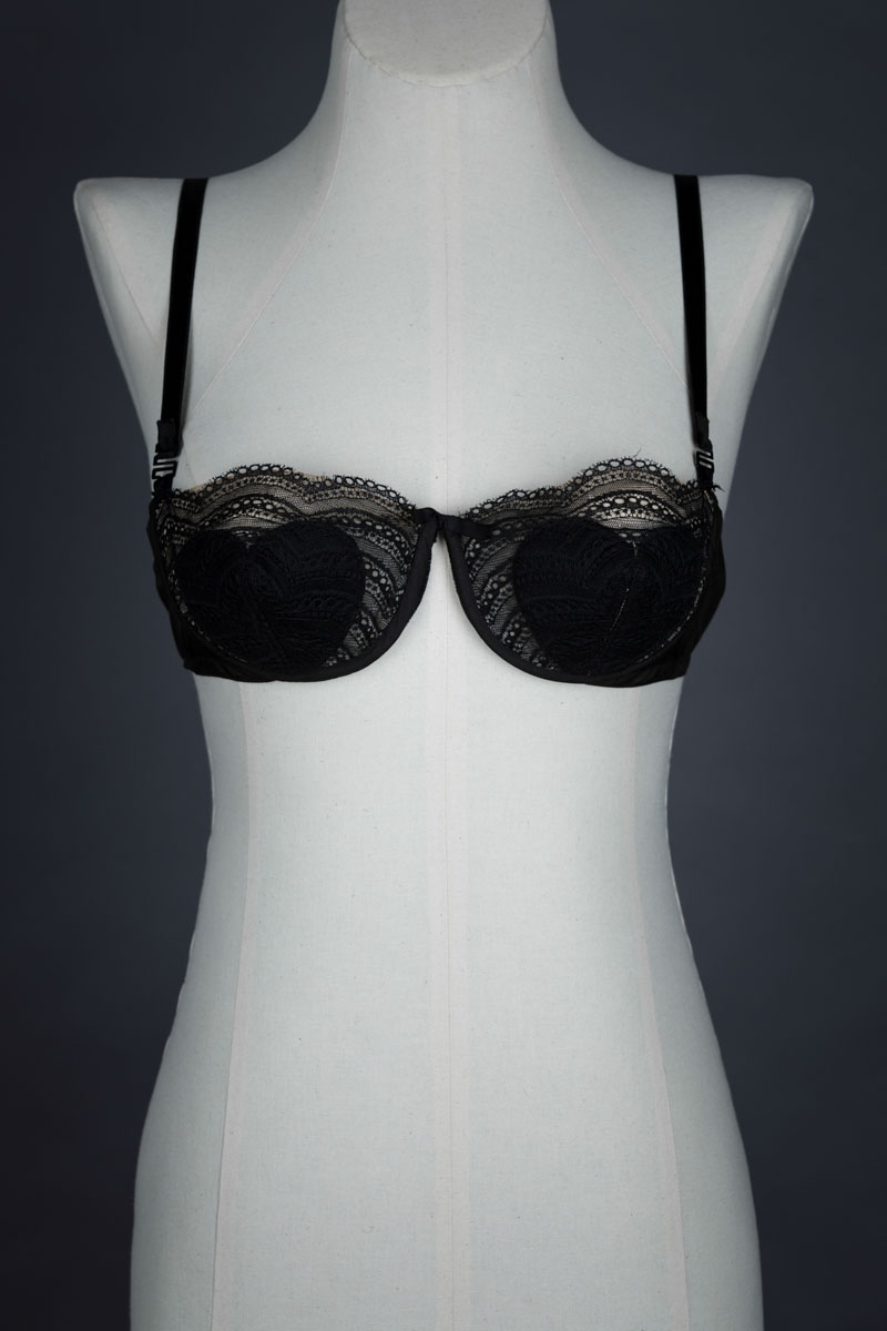 Monowire heart padded lace bra by Belligne, c. 1950s The Underpinnings Museum shot by Tigz Rice Studios 2017