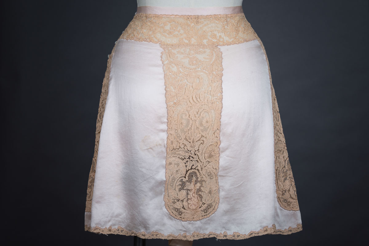 1930s · Sunburst rayon and lace bra with silk and lace appliqué tap pants dfc9e4e86