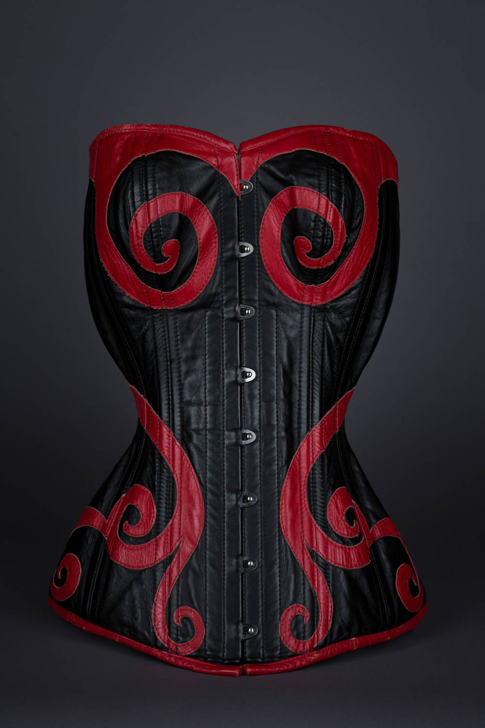 Sweetheart Victorian corset for Cathie Jung, Guinness world record by Dark Garden. The Underpinnings Musuem. Photography by Tigz Rice