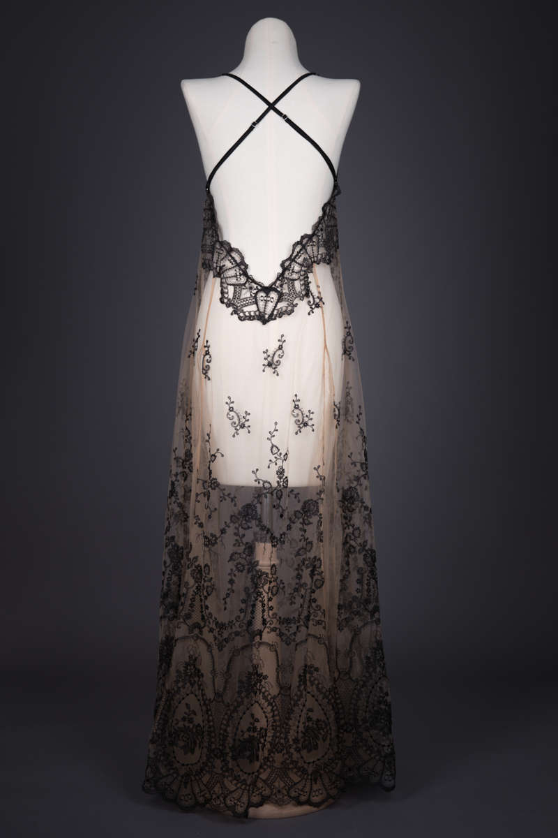 'La Naissance De Venus' Embroidered Tulle Gown By I. D. Sarrieri, c. 2016, Romania. The Underpinnings Museum. Photography by Tigz Rice