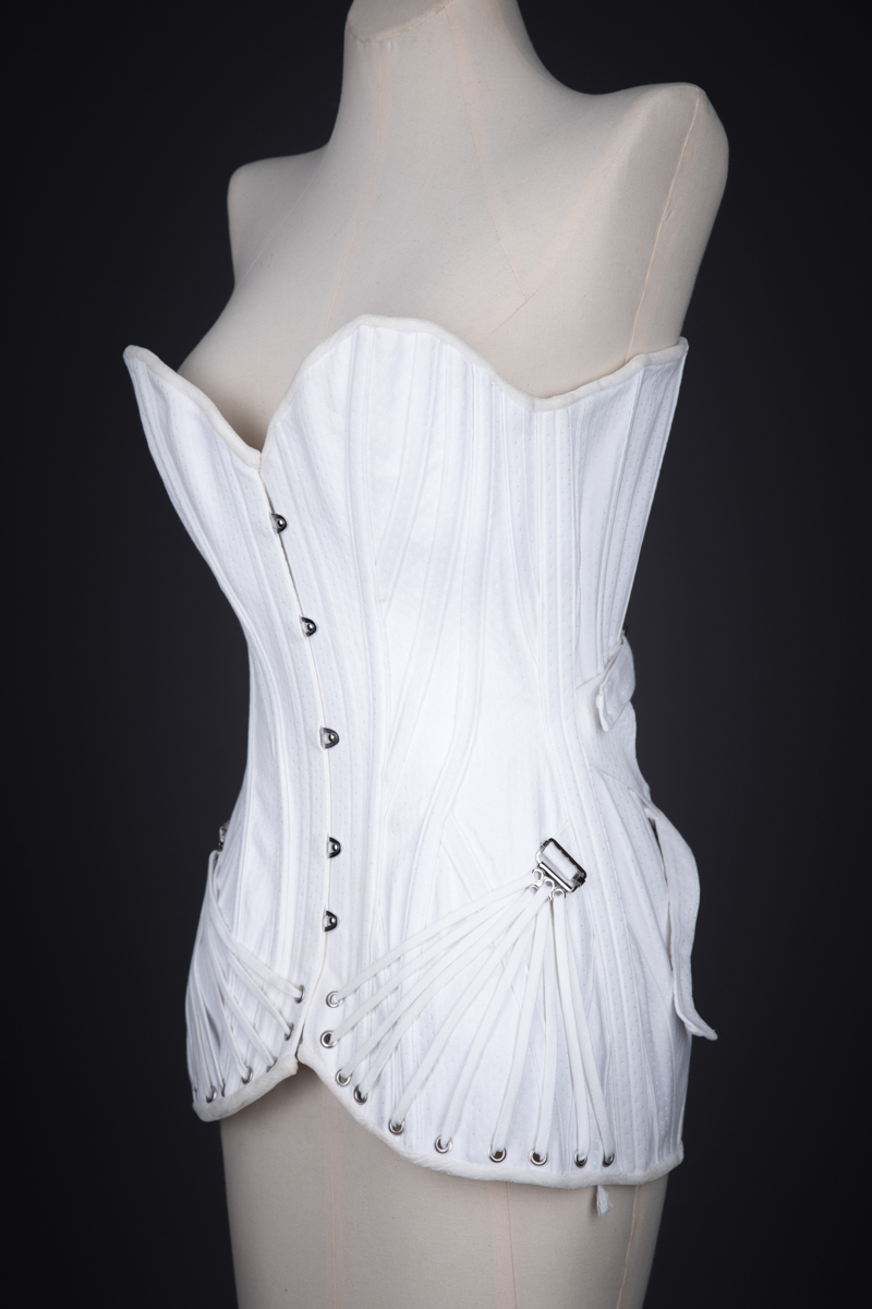 Fan Laced Overbust Corset By Sparklewren, c. 2010, United Kingdom. The Underpinnings Museum. Photography by Tigz Rice.