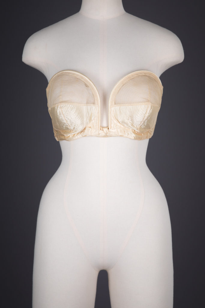 'Whirlpool' Spiral Stitch Overwire Bra By Hollywood Maxwell, c. 1944, USA. The Underpinnings Museum. Photography by Tigz Rice