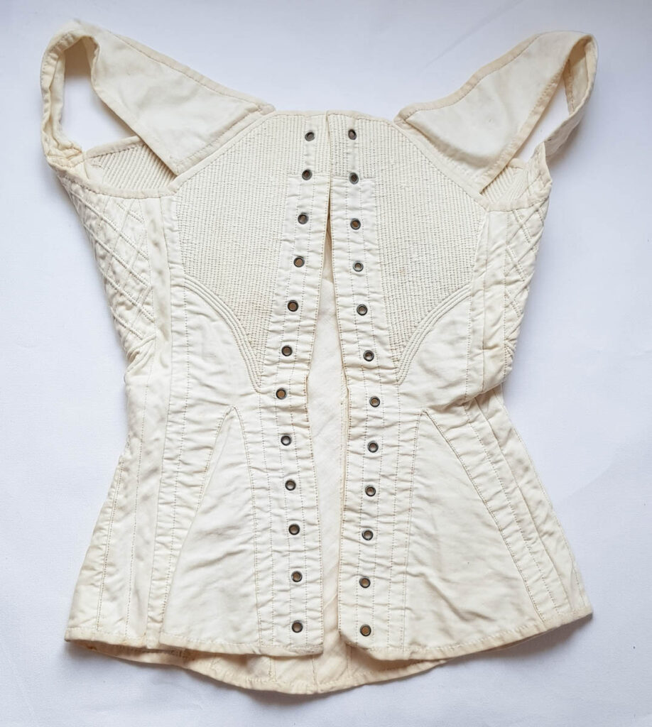 c. 1830s corset - The Underpinnings Museum