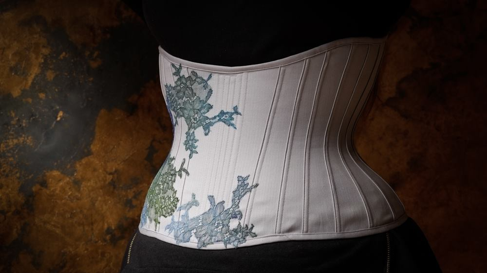 Goldcrest underbust corset by Sparklewren. Photography by Jenni Hampshire