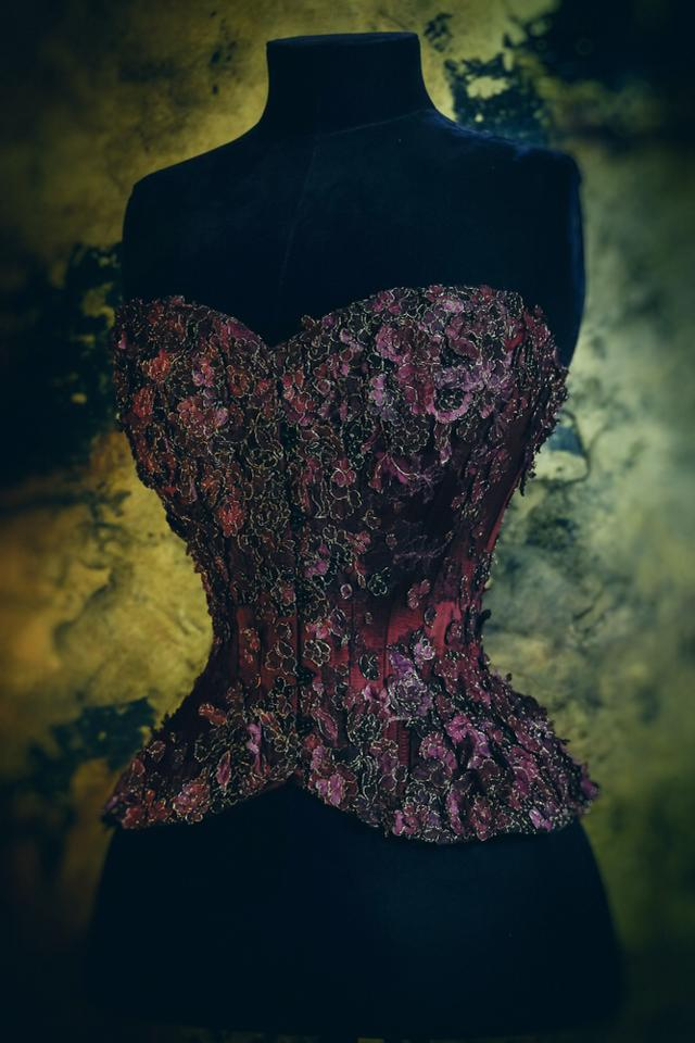 'Bloom' corset by Sparklewren, 2015. Photography by Jenni Hampshire